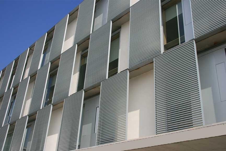Tamiluz proyectos de protecci n solar para fachadas for Fachada aluminio
